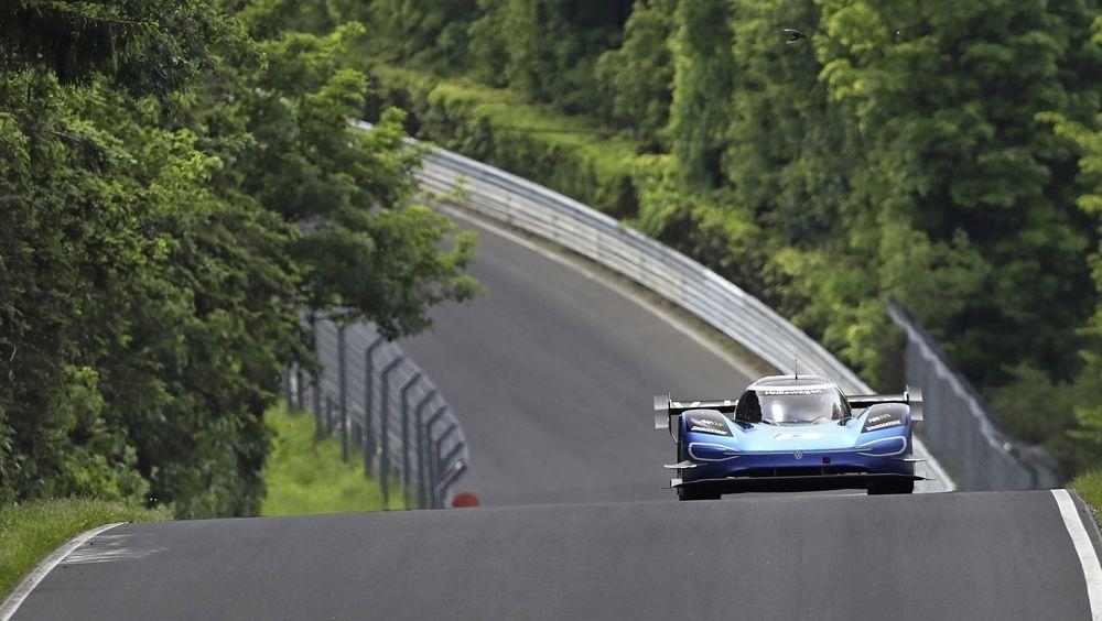 6 minutter, 5 sekunder og 336 tusendeler. Det er den nye rekorden for helelektriske biler på Nürburgrings Nordschleife.