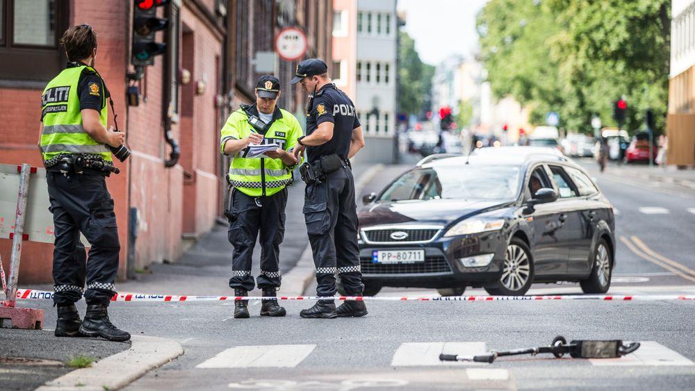 Et unntak fra normalen: Politiet på stedet i Oslo der en gutt på sparkesykkel ble påkjørt av en politipatrulje under utrykning i fjor sommer.