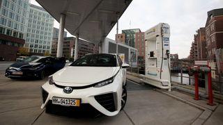 Toyota og Hyundai stopper utlevering av hydrogenbiler etter Uno-X-eksplosjonen