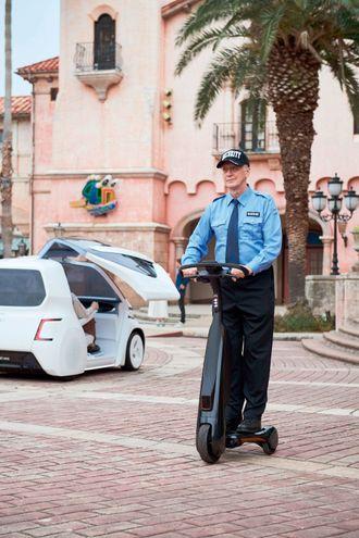 """Dette er en av de kommende elektriske kjøretøyene fra Toyota, kalt """"walking area BEV"""", eller gågate-elbil."""