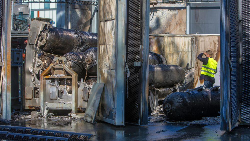 Mandag eksploderte det i en Uno-X-stasjon med hydrogen i Sandvika. Tirsdag var Politi, brannvesen og representanter fra stasjonen til stede for undersøkelser.