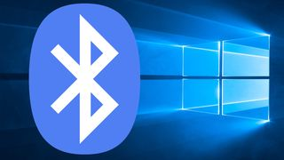 Windows 10-skrivebord med Bluetooth-logo.