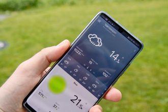 Mobil-appen gir god oversikt. Legger du telefonen på siden får du detaljerte grafer for blant annet regn, vind, CO2, temperatur og lufttrykk.