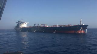 Omanbukta: De siste bildene av den norskeide oljetankeren tyder på at brannen er slukket