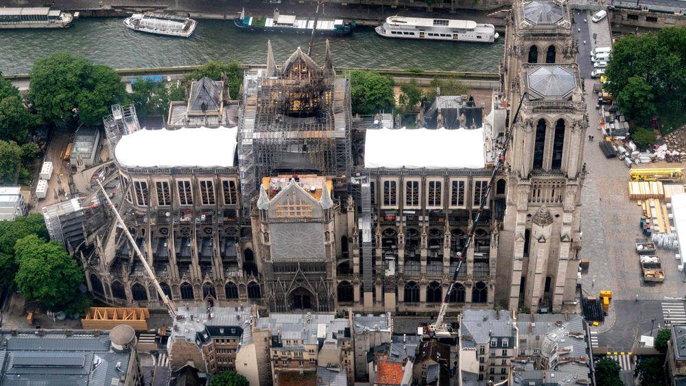 Notre-Dame sett ovenfra denne uka. Katedralen ble alvorlig skadet av brannen 15. april i år.