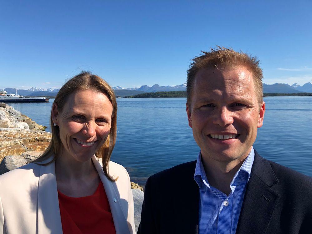 Glade: Lise Lyngsnes Randeberg gleder seg til å få Vidar Faksvåg Hansen som ny visepresident. – Jeg trigges av urettferdighet, hårete mål og elsker å jobbe med dyktige folk og det e dokk som sitt i salen her, sa Randeberg til R-møtet før valget.