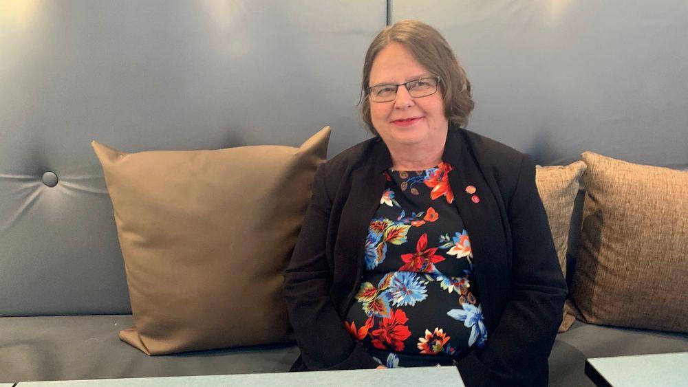 – For å kunne utvikle batterier som både har lang levetid og som kan lades hurtig, må man forstå reaksjonene som skjer inne i et batteri, sier Kristina Edström. Hun er professor i uorganisk kjemi ved Uppsala universitet og leder EU-prosjektet Batteries 2030+.