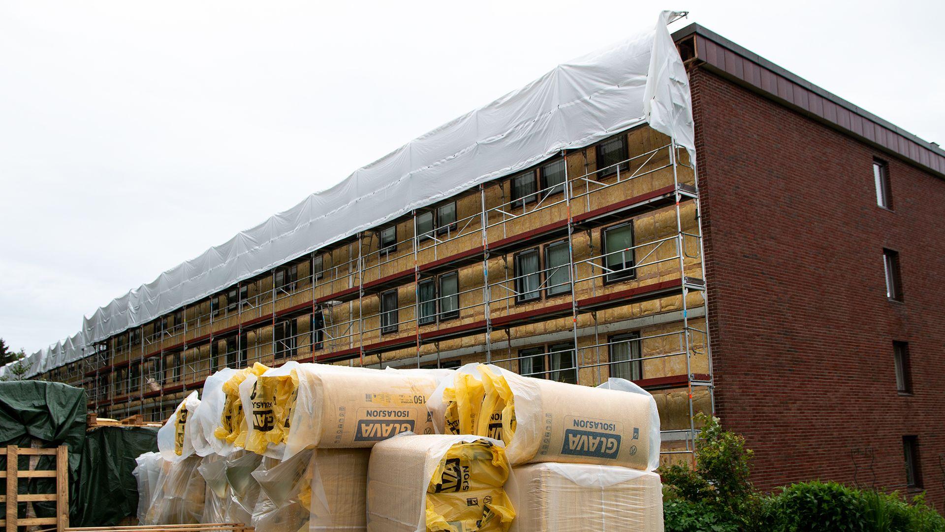 Rehabilitering av eksisterende boligmasse, som denne blokken på Kolbotn, bidrar til mer effektiv bruk av energi.