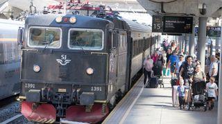 SJ skal drive 7 norske togstrekninger i 10,5 år. Ap vil ha granskning av anbudene