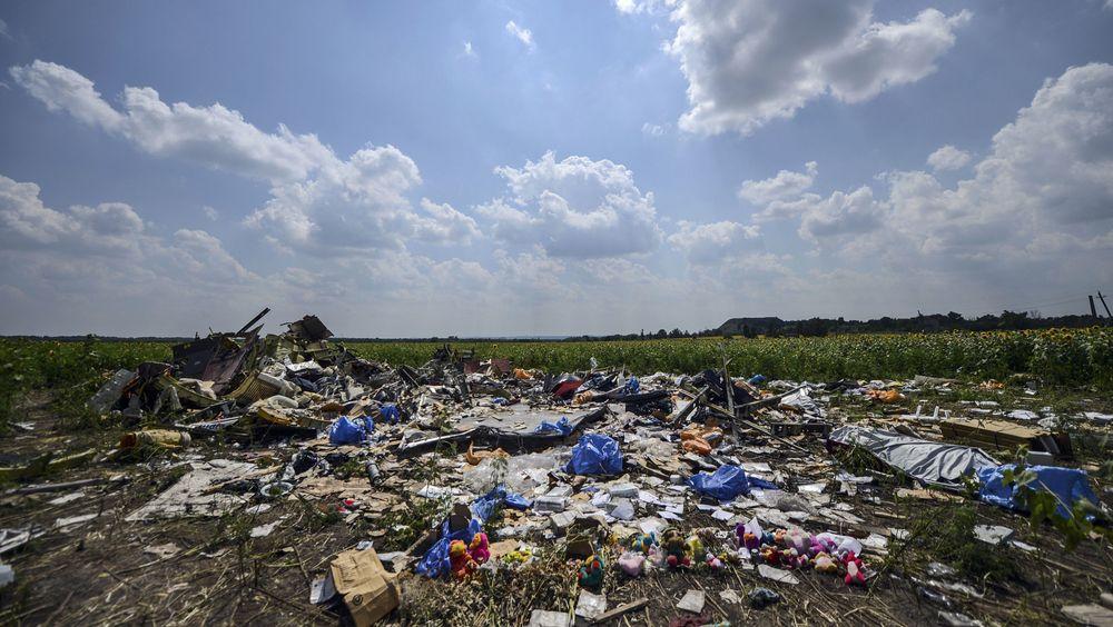 I en eng i nærheten av landsbyen Hrabove øst i Ukraina havnet restene av MH17. B777-flyet fra Malaysia Airlines ble skutt ned 17. juli 2014. Bildet er tatt seks dager senere.