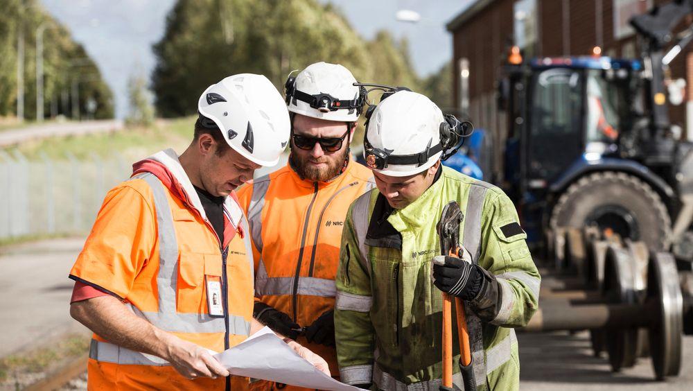 NRC skal bygge nytt på BOrg havn. Her er NRC-ansatte i forbindelse med et annet byggeprosjekt.