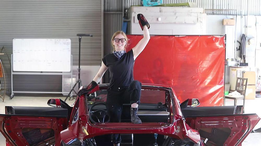 Simone Giertz, bygd en splitter ny Tesla Model 3 om til en kjøreklar pickup-truck ved navn Truckla.