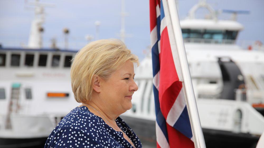 Statsminister Erna Solberg var i spissen for regjeringens delegasjon da den la fram plan for å halvere utslipp fra innenriks sjøfart og fiske torsdag.
