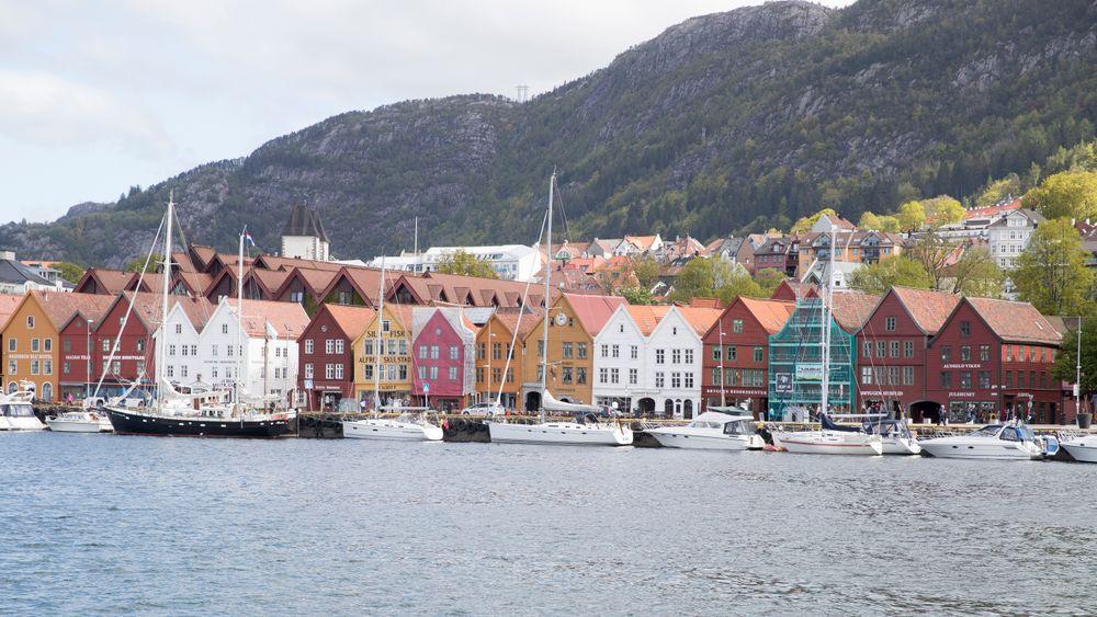Bergen havn med bebyggelsen Bryggen bak.