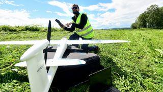 Bruker drone for å sjekke hvordan hvert enkelt tre tilpasser seg klimaendringer