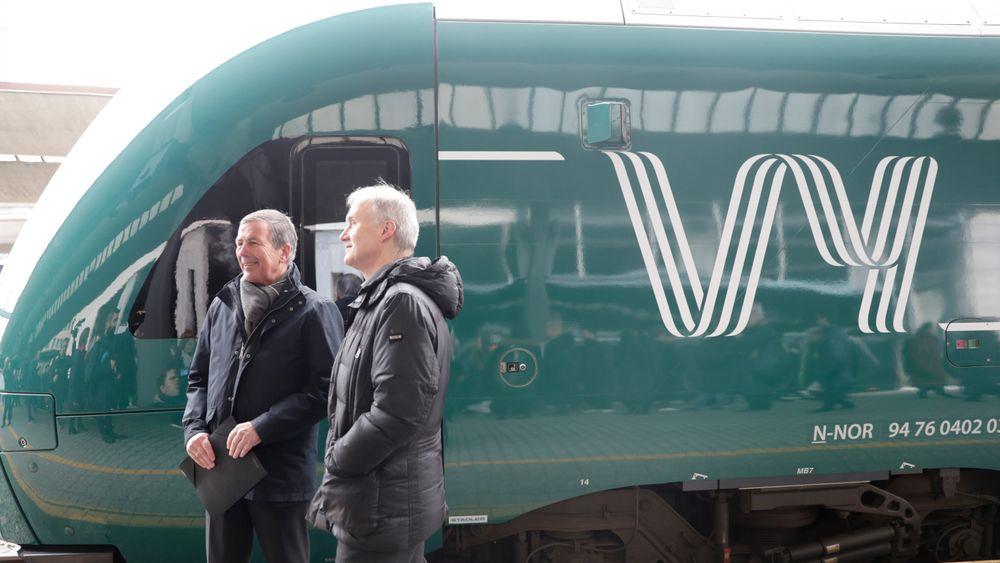 Styreleder i NSB,  Dag Mejdell og konsernsjef i NSB Geir Isaksen presenterte i mars et felles navn for NSB og Nettbuss - Vy.