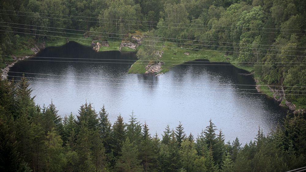De nye prøvene styrker teorien om at høydebassenget i Kleppe vannverk er forurenset gjennom sprekker i fjellet.
