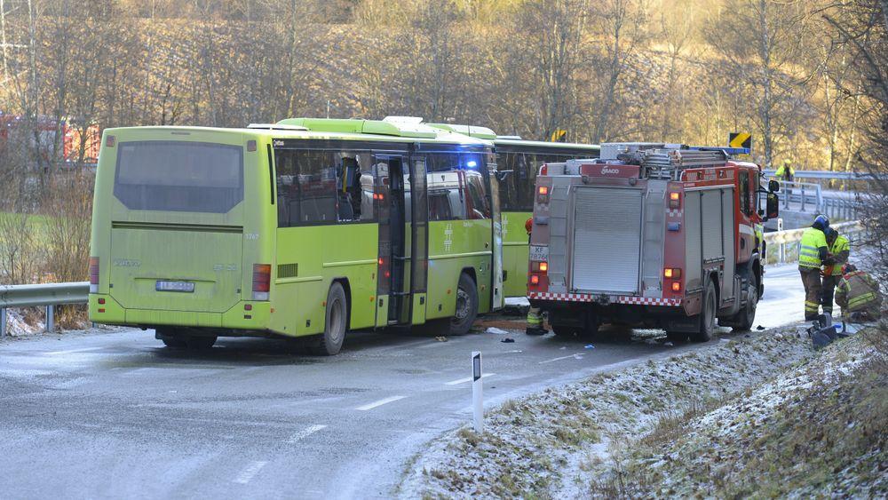 Frontkollisjonen mellom to busser skjedde ved Nafstad, sørøst for Borgen i Ullensaker kommune, fredag 17. november 2017.