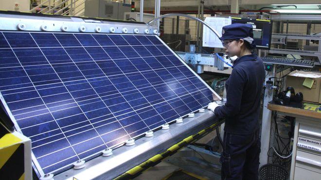 216f76f9 Nok en sol-fabrikk må permittere: Minst 100 rammes i REC Solar