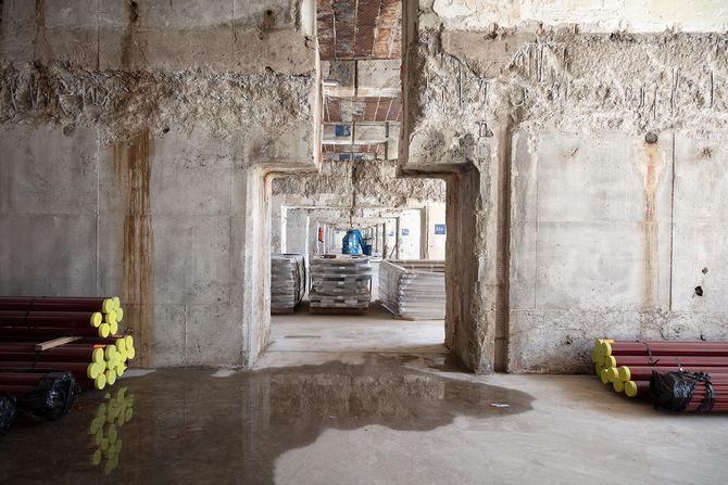 Bildet viser at selv de innvendige veggene i ubåtbunkeren Martha er svært solide. Bildet er tatt i forbindelse med ombyggingen av bunkeren til et datasenter.