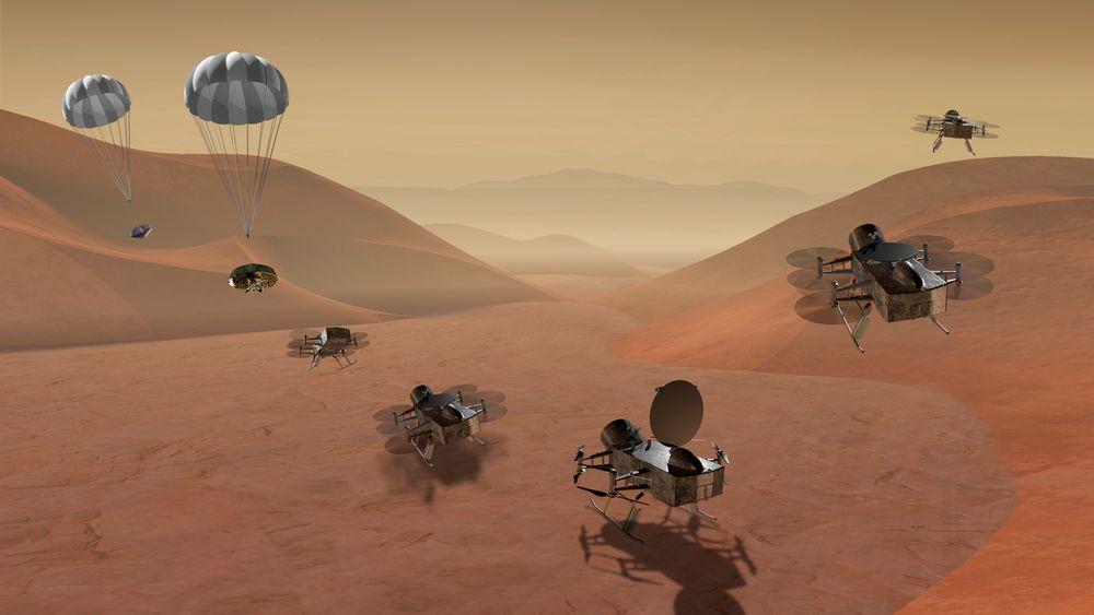 En grafisk framstilling fra NASA viser Dragonfly-dronen i ulike faser av når den etter planen i 2034 skal lande på Saturns måne Titan. Dronen skal utforske flere steder på månen, noen av dem med lange avstander imellom, i jakten på muligheten for å finne støtte for mikrobielt liv.
