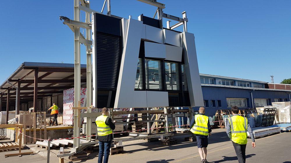 Slike aluminiumskledte fasadeelementer skal monteres på ett av næringsbyggene i Økern Portal.