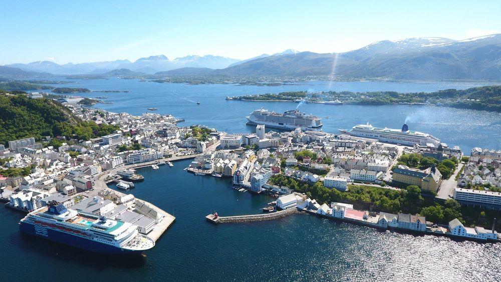 Bergensselskapet Plug AS får 26 millioner kroner for å bygge landstrømanlegg ved to cruisekaier i Ålesund.