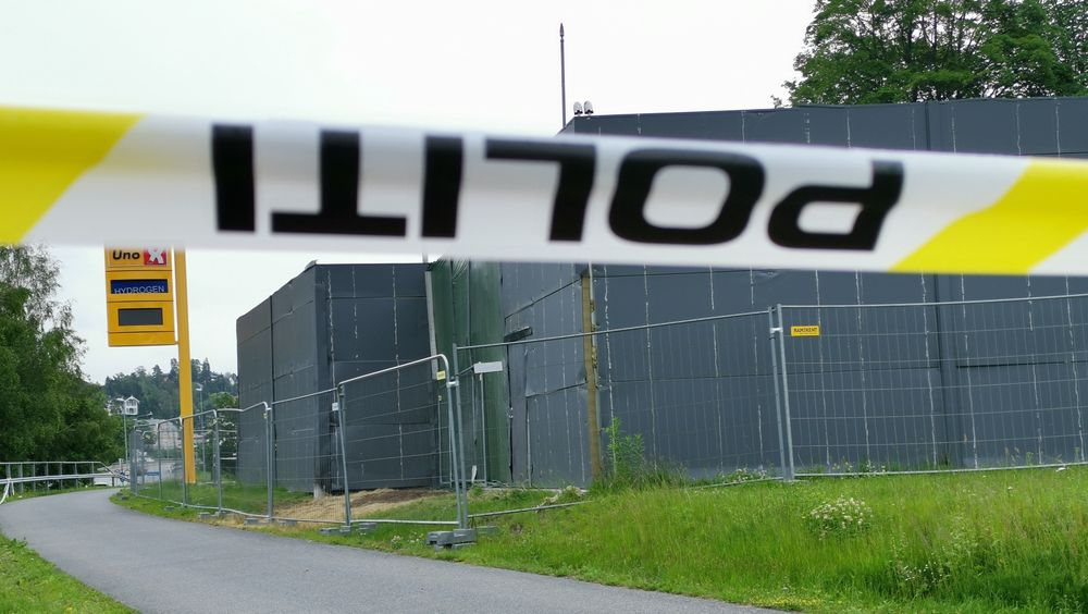Mandag ettermiddag 10. juni førte en hydrogenlekkasje til eksplosjon i Uno-X-stasjonen i Sandvika.