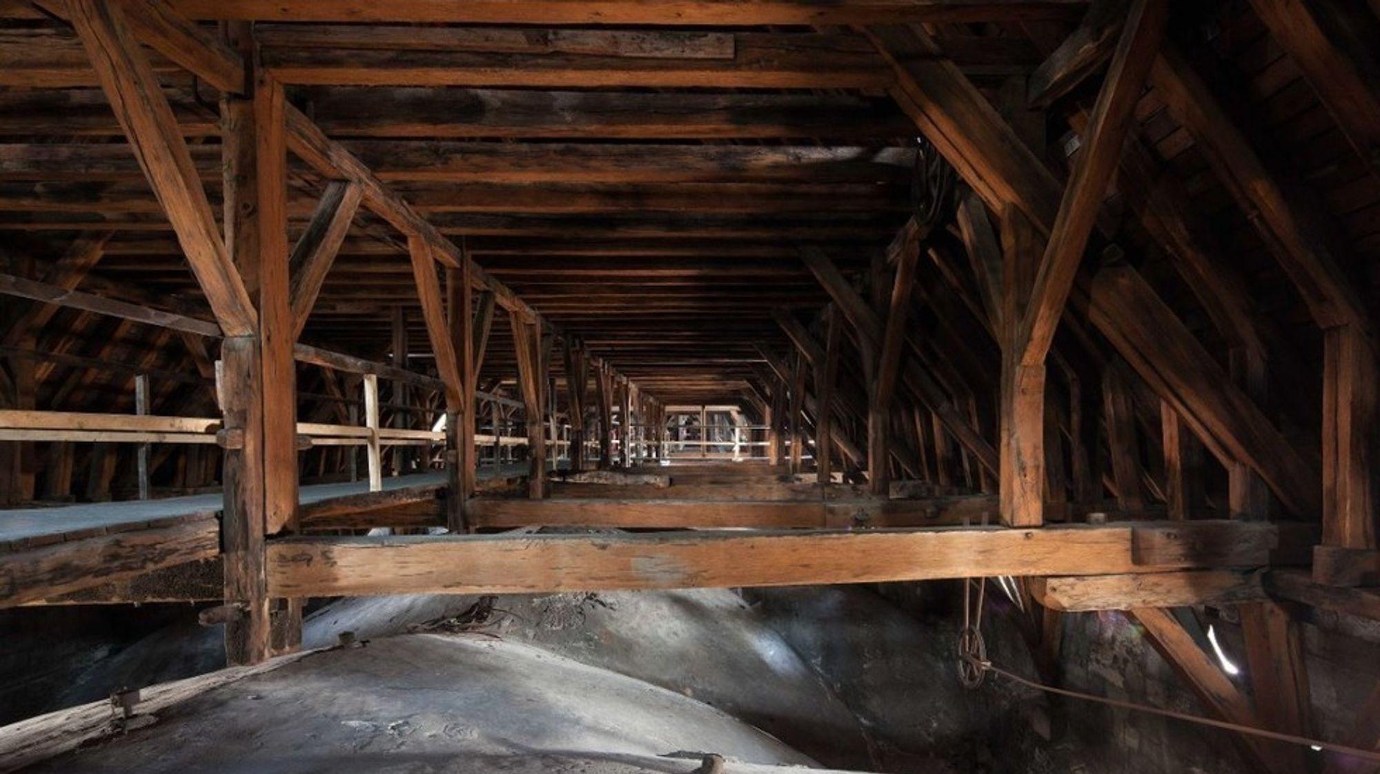 Loftet i Notre-Dame etter brannen.
