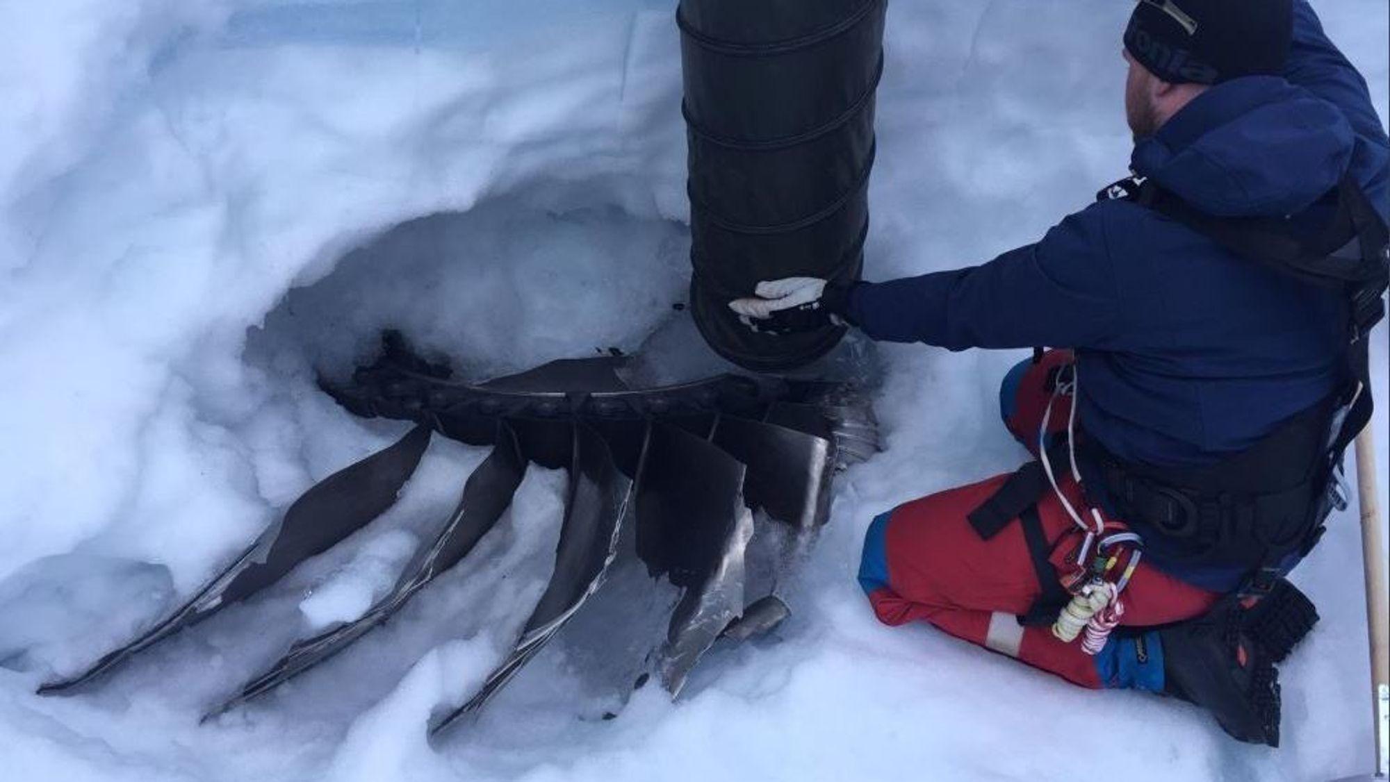 Fire meter under innlandsisen på Grønland fant etterforskere endelig den såkalte fan hub-en som kan oppklare hvorfor en A380-800 mistet en av motorene sine i 2017.
