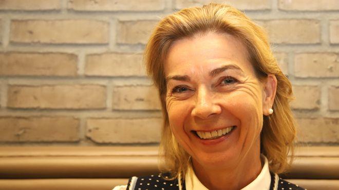Direktør Kristin Holth leder Ocean Industries i DNB. Der er det 250 ansatte som blant annet passer på at kundene lever opp til flere av FNs bærekraftmål.