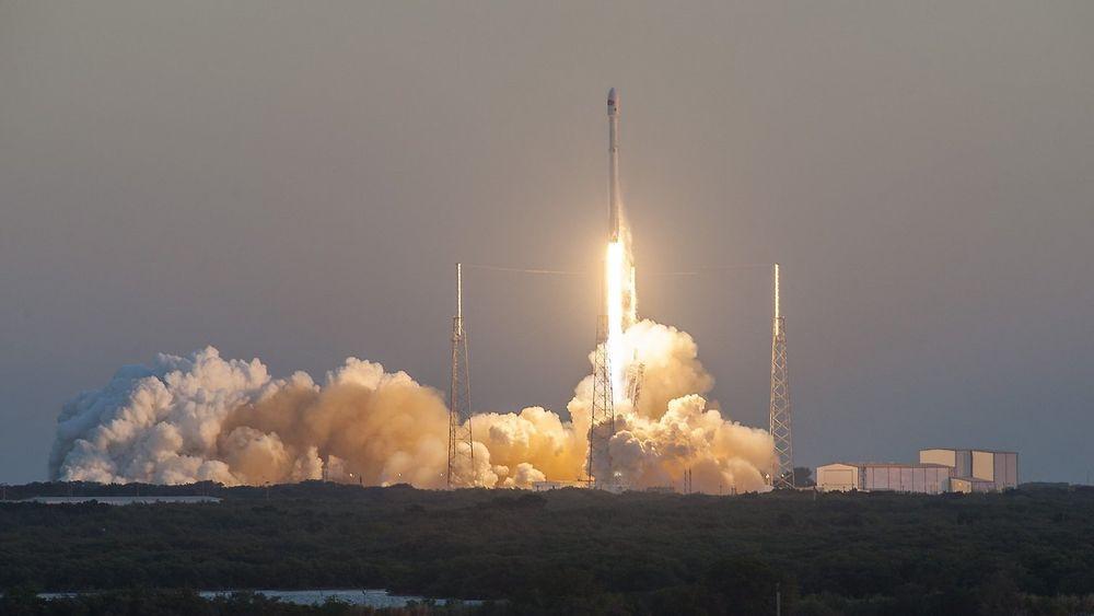Falcon 9-raketten med romværsatellitten DSCOVR, som ble skutt opp fra Cape Canaveral i Florida i februar 2015.