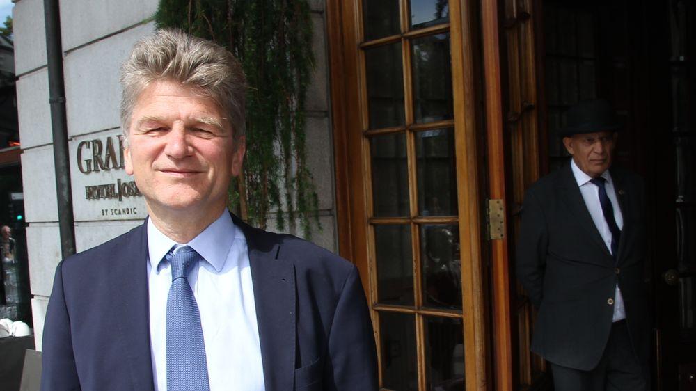 Peter Dröll, sjef for forskning og Innovasjon i Europakommisjonen, utenfor Grand Hotel i Oslo.