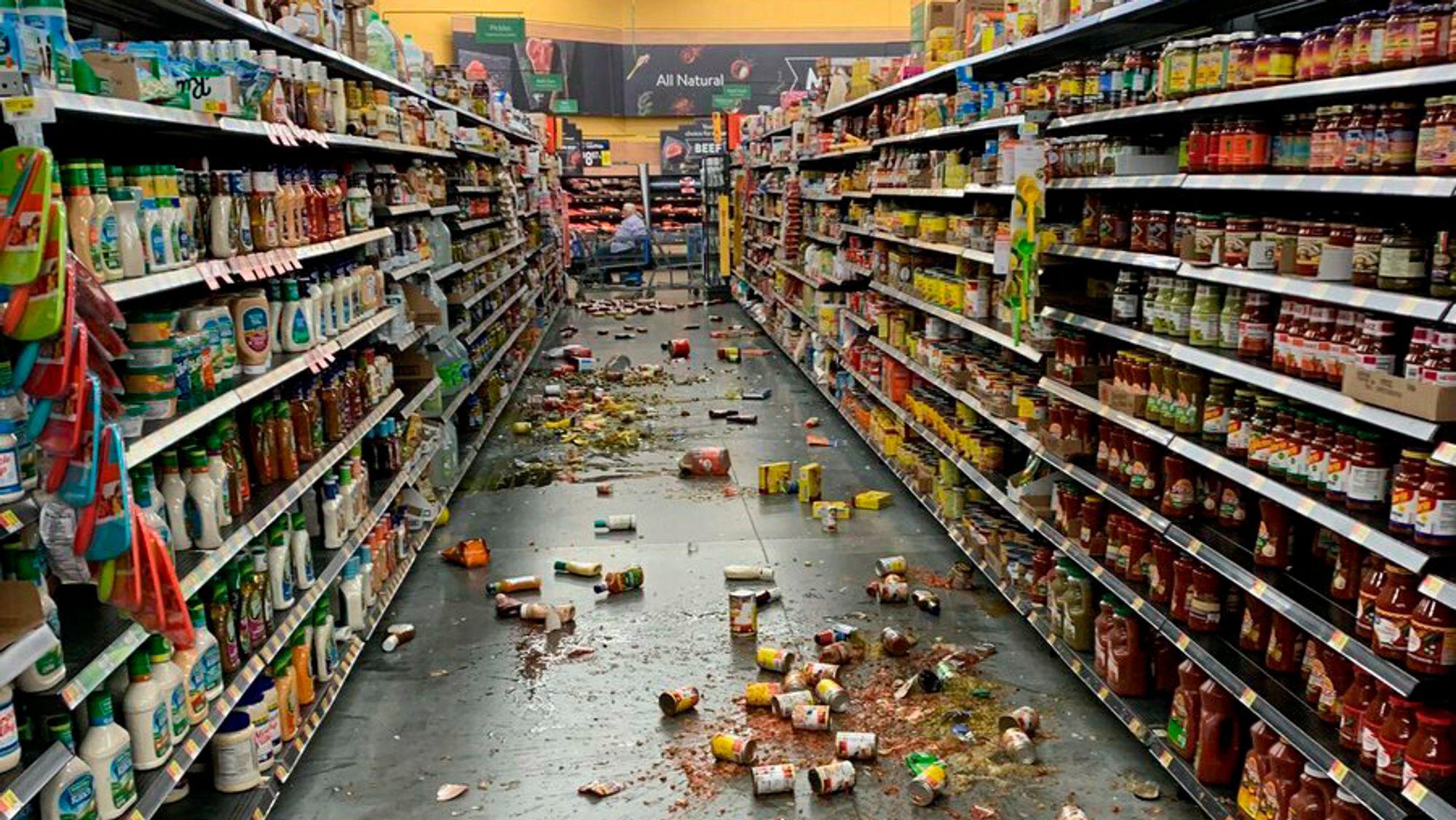 Slik så det ut i Wallmart i Yucca Valley i California etter skjelvet.