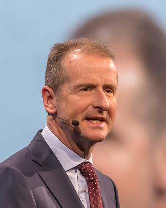 Herbert Diess under en pressekonferanse på bilmessen i Genéve i 2018.