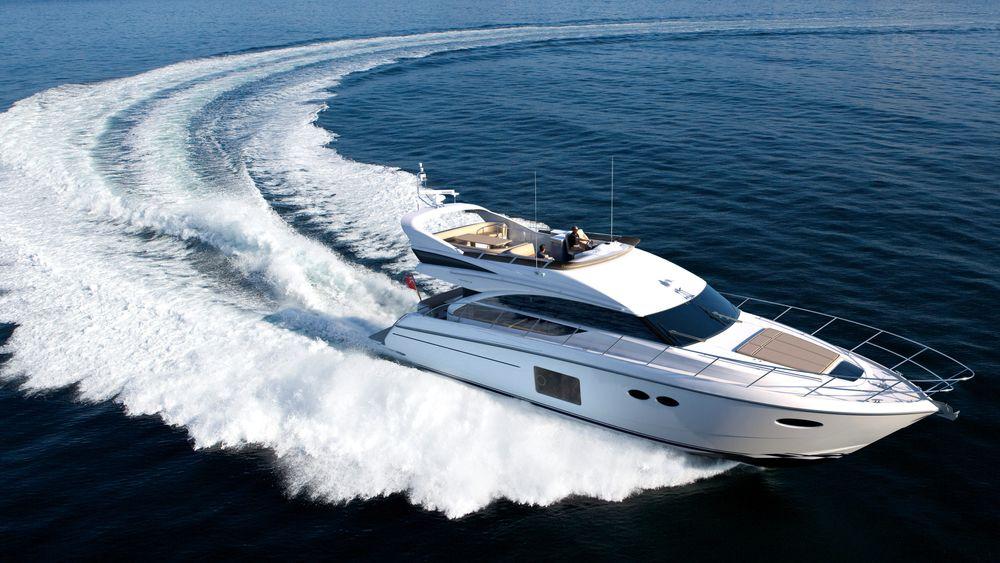En moderne hurtiggående båt med for eksempel 250 eller 300 hestekrefter bruker fort 10 til 15 ganger mer drivstoff på å tilbakelegge samme distanse som en diesel- eller bensindrevet bil.