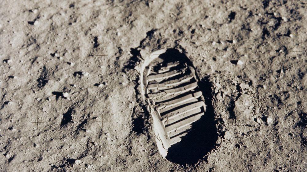 Et av de første stegene på månen. Bildet viser fotavtrykket etter Buzz Aldrin. Neil Armstrong og Buzz Aldrin gikk på månen 20. juli 1969.