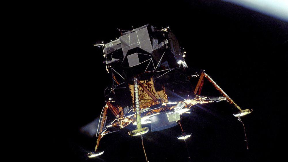 19. juli 1969 gikk Apollo 11s landingsfartøy inn i bane rundt månen.