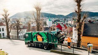 Den første elektriske søppelbilen er allerede på plass i Bergen.