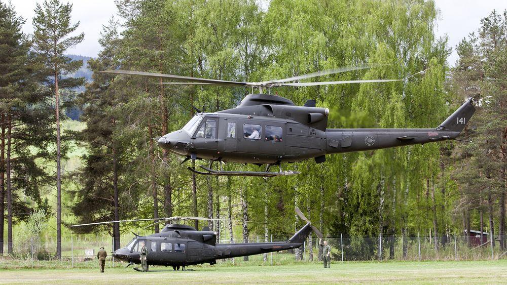 Torsdag ble det klart at både Bell-helikopteret og to jetfly skulle være stasjonert til 19. juli. Nå har altså Helse Nord bedt om at helikopteret blir stasjonert i ytterligere to uker.