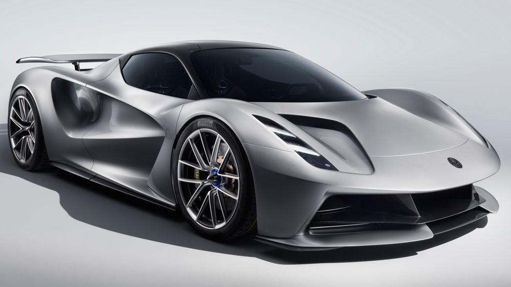 Drivlinjen er utviklet i samarbeid med Williams Advanced Engineering. Bak de rå ytelsene ligger fire elmotorer, én til hvert hjul.