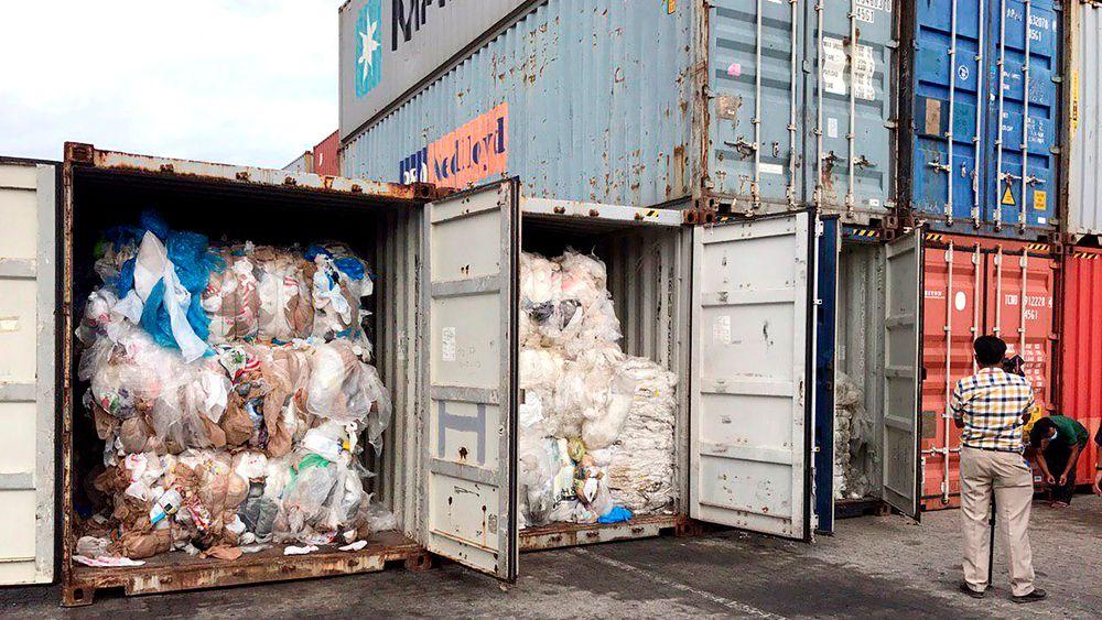 83 konteinere fulle av vestlig søppel er funnet på et havneområde i Kambodsja. Nå blir de returnert til USA og Canada.