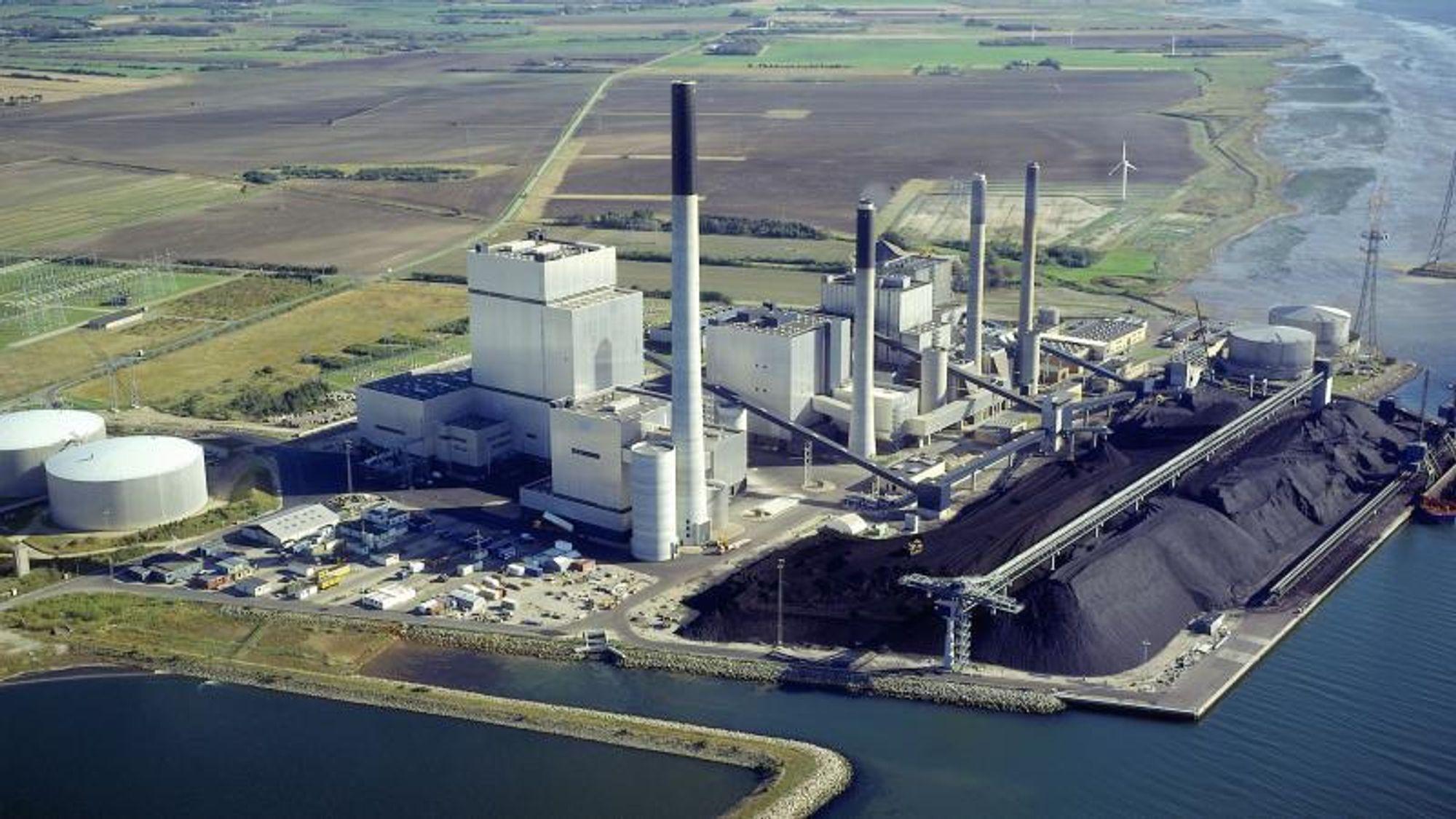 Danske kraftverk er allerede på vei bort fra kull. Et av de få stedene hvor det fremdeles benyttes, er på Nordjyllansværket, der eierne ennå ikke har avgjort hva kullet skal erstattes med.