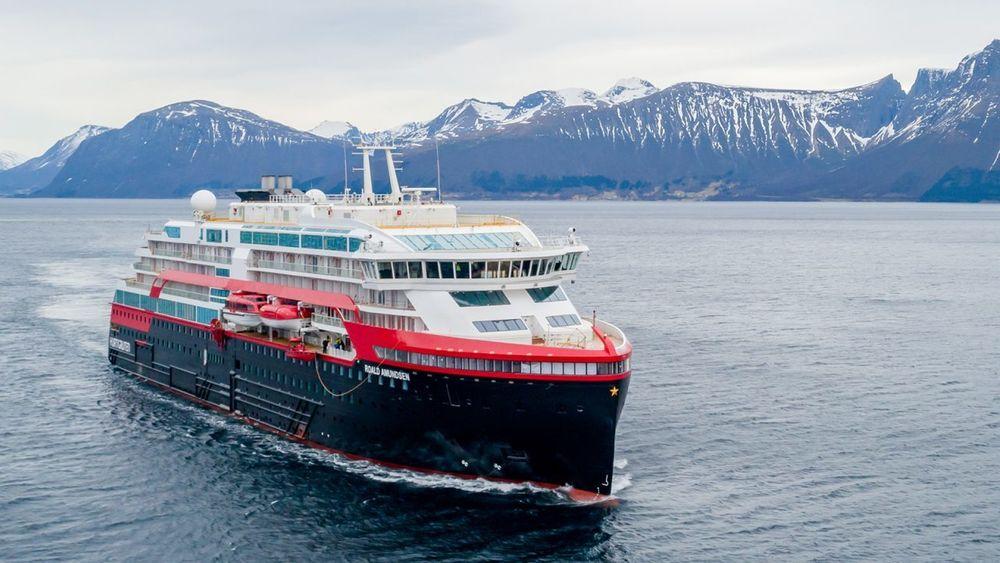 Hurtigruten setter nå 14 av 16 skip ut av drift. To skip vil drive spesialtilpasset lokaltrafikk mellom Bodø og Kirkenes.