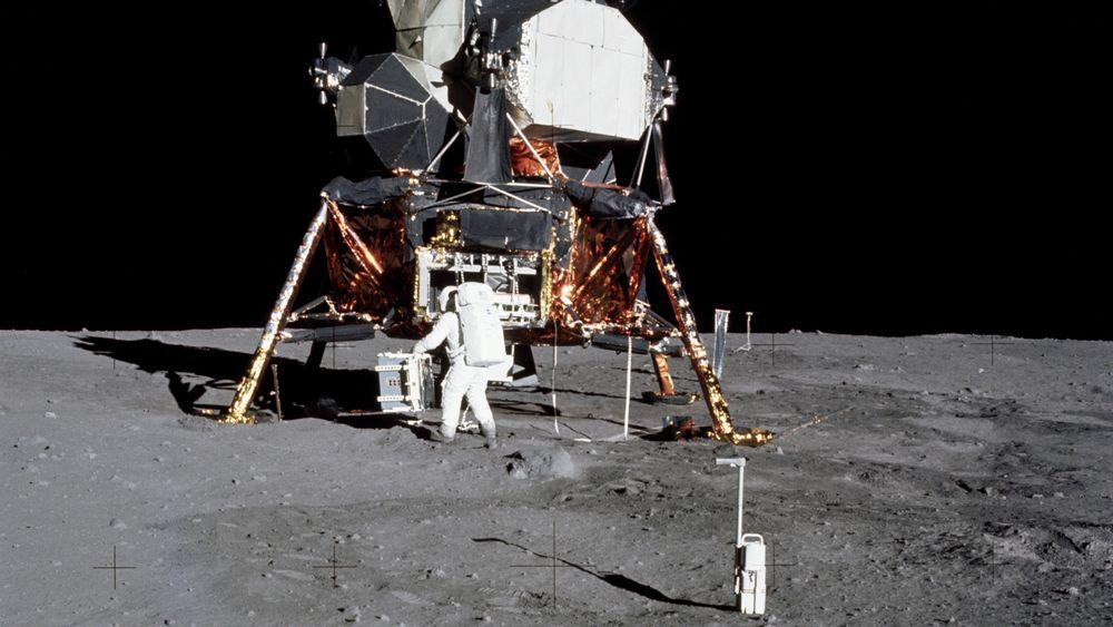 Astronaut Edwin Aldrin på månen i 1969. NTNU ønsker å være med på neste måneferd.