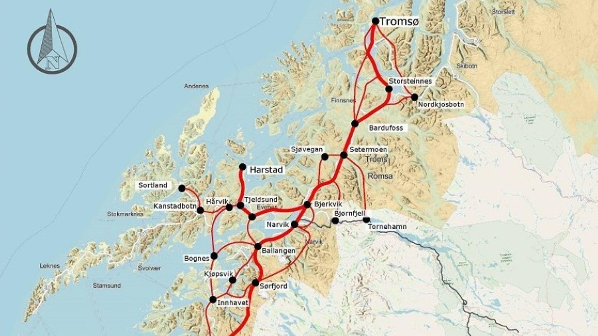 Nord-Norge-banen har vært utredet flere ganger tidligere. Kartet viser hovedtraseen fra utredningen tidlig på 1990-tallet, med alternative traseer (de tynne rød strekene).