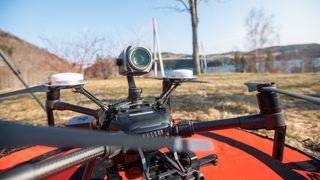 Kameradroner og kunstig intelligens gjør at Statens vegvesen kan inspisere bruer på helt nye måter