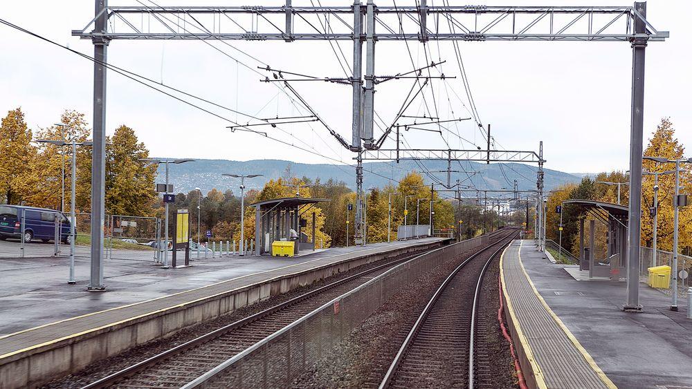 Flere byer på Østlandet har lagt storslåtte planer for byutvikling med jernbanen i sentrum. Nå endrer regjeringen og Jernbanedirektoratet kurs, fordi utgiftene må ned. Illustrasjonsbilde.
