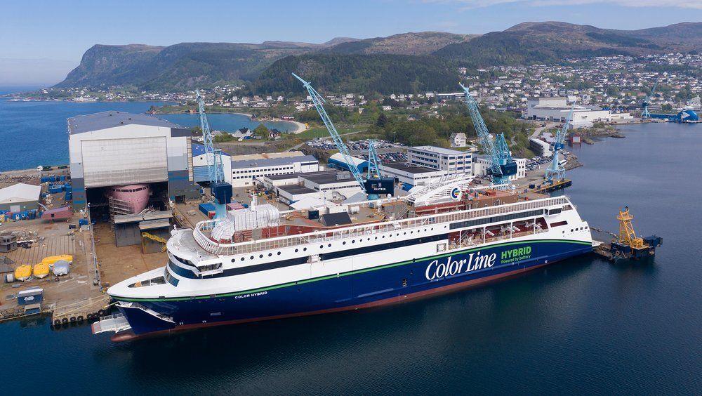 Ulstein Verft har jobbet på spreng for å få «Color Hybrid» klar til første ordinære ruteseilas 26. juli fra Sandefjord til Strømstad, men nå må seilasen utsettes.