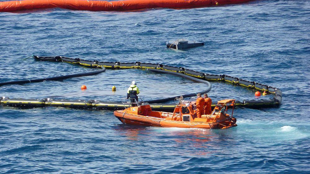 Miljødirektoratet stiller strengere oljevernkrav til Toutatis-brønnen enn det som var foreslått i løsningen fra Wintershall DEA. Bildet er fra en olje på vann-øvelse i Nordsjøen.